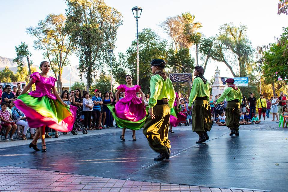 "Agrupación folclórica Tierra Elquina brilló con ritmos latinoamericanos en ""Plaza Cultural"" de Vicuña"
