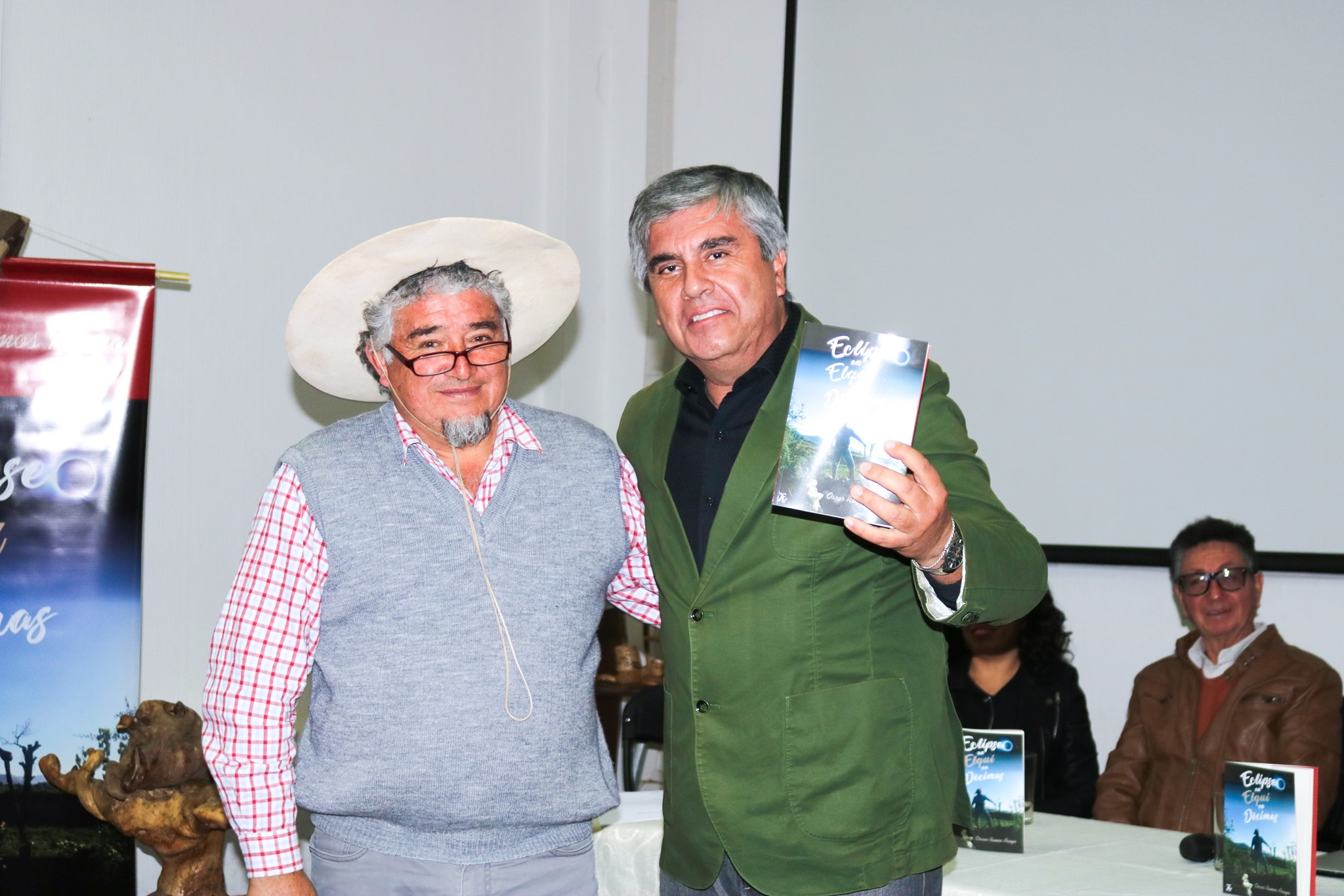 """Con gran participación se realizó el lanzamiento del libro """"Eclipse en Elqui en Décimas"""" en Vicuña"""